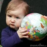 beb-eacute-con-el-globo-del-mundo-thumb18944405